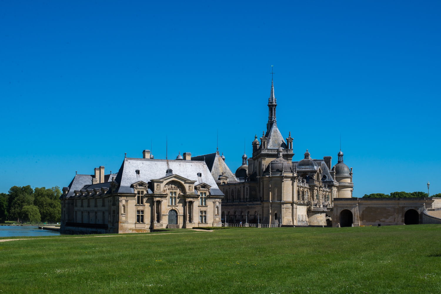 visit of the chateau de chantilly road trips around the world. Black Bedroom Furniture Sets. Home Design Ideas